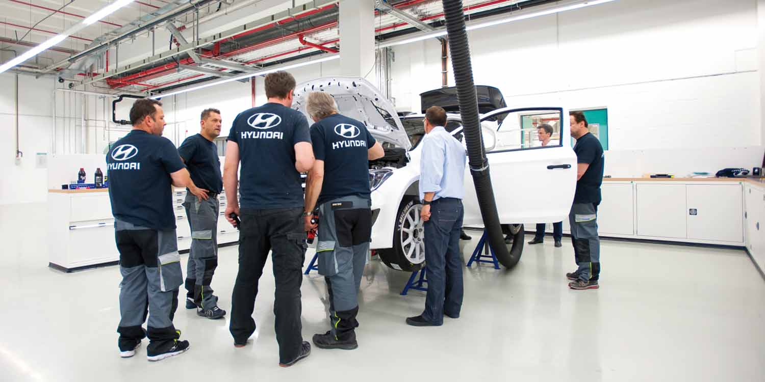 Men at work bei Hyundai Motorsport in Alzenau